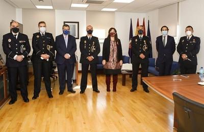 /media/noticias/fotos/pr/2020/11/23/el-comisario-y-el-inspector-de-la-policia-nacional-de-pozuelo-reciben-una-medalla-por-su-colaboracion-con-la-policia-municipal_thumb.jpg