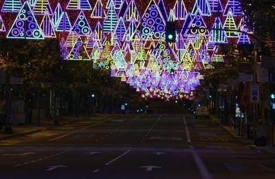 https://pozueloin.es/media/noticias/fotos/pr/2020/11/27/madrid-se-ilumina-por-navidad_thumb.jpg